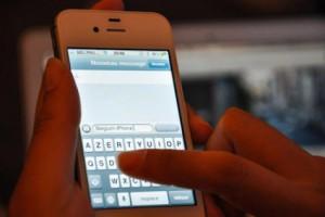 Les arnaqueurs utilisent les sms et le téléphone